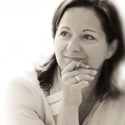 Stefanie Voss mit Stift
