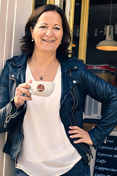 Stefanie Voss in Café